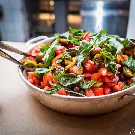 סלט גדול בתוך מחבט על שולחן בסורה מרה - A large salad in a pan on table at Suramara